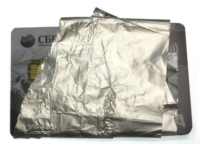 пластиковая карточка в фольге