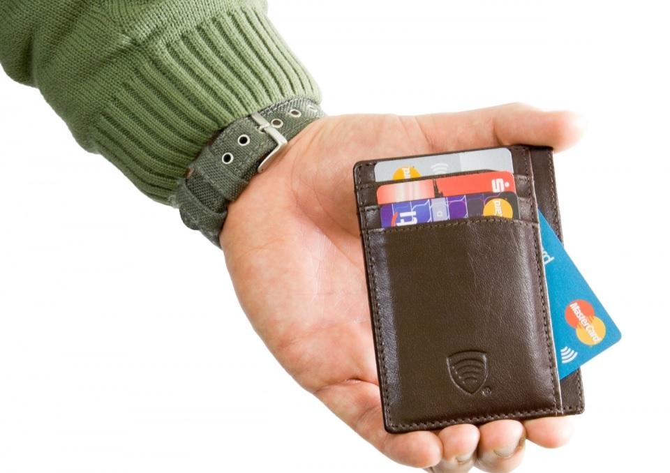 проверка чехла защиты банковской карты